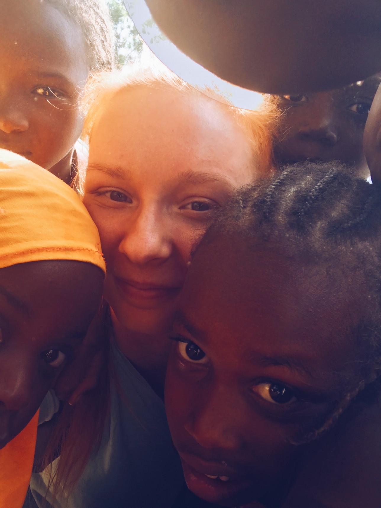 Rebecca Heino opiskelijavaihdossa Gambiassa
