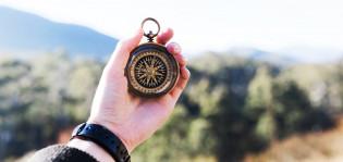 Kompassi kädessä