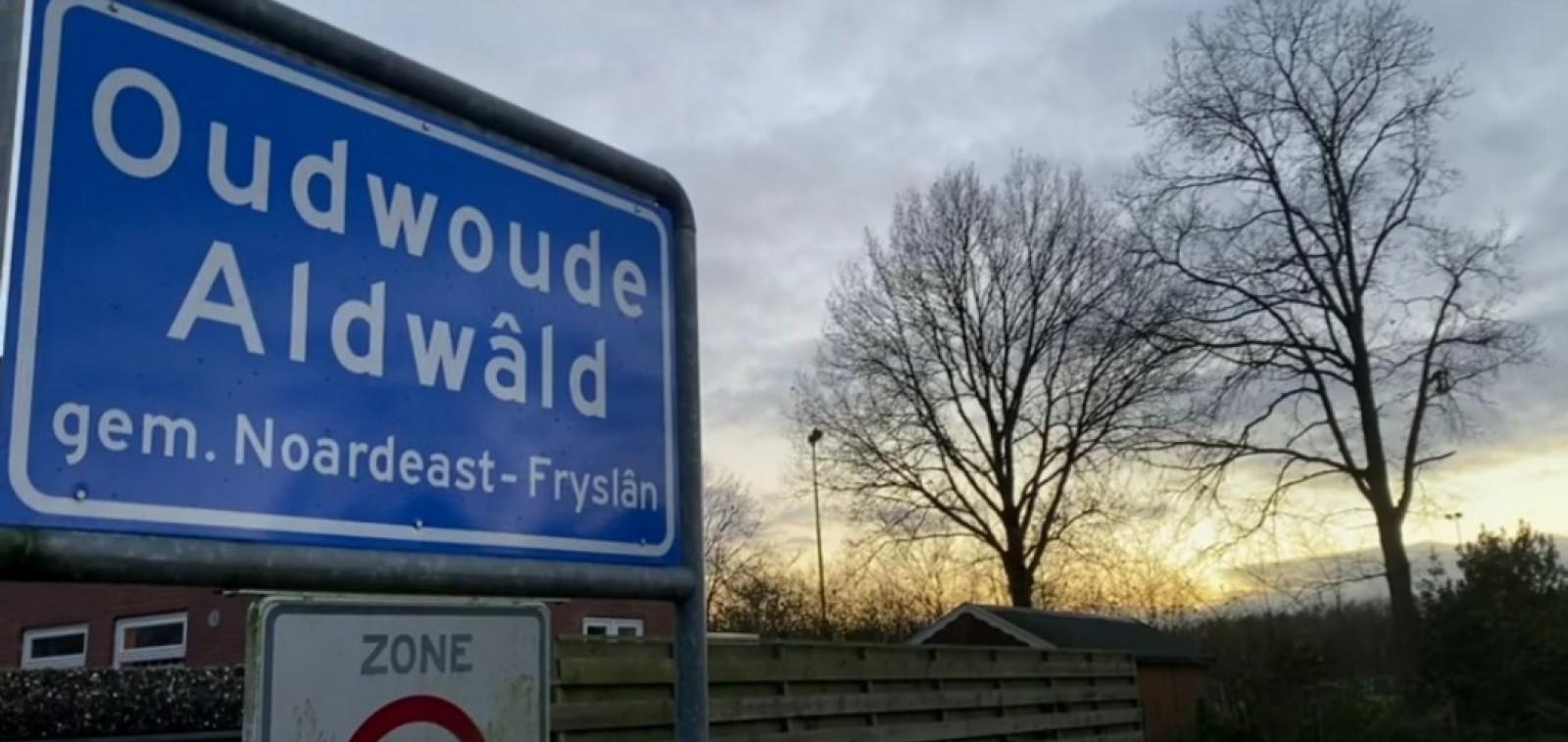 Liikennemerkki, jossa lukee Oudwoude Audwald